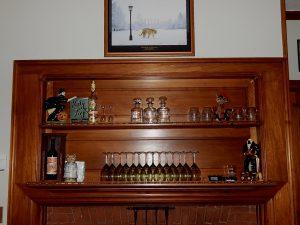 Pub Room Mantle
